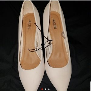 Shoes - Nude heels brand new
